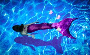 Meerjungfrauen schwimmen